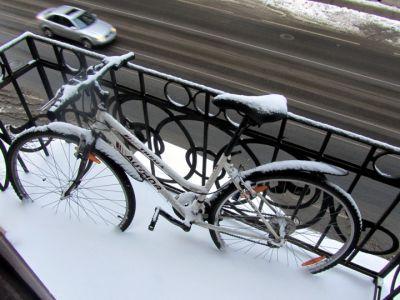 На велосипеде зимой.